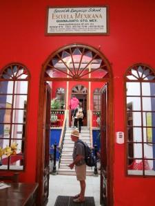 Guanajuato -- Escuela Mexicana entryway