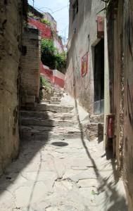 Guanajuato -- staircase between bldgs