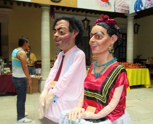 Guanajuato -- Diego and Freida at crafts fair