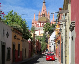 BEAUTY: on Aldama, walking toward the Parroquia church in el Centro