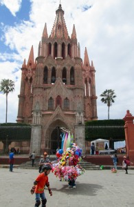 One of the balloon sellers in front of the Parroquia church in San Miguel today