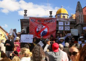 "Demonstrators holding up ""No Al Muro"" (No to the Wall) banner in SMA yesterday"